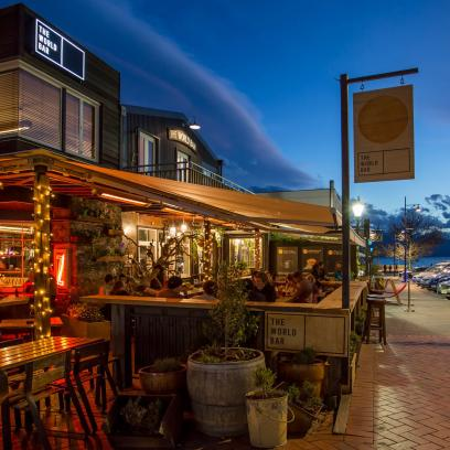 The world bar experience queenstown for Bar food queenstown